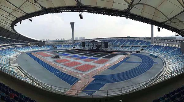 体育馆这类大型声场的扩声系统技术上有什么要求?